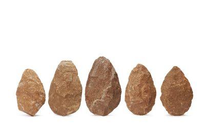 Lot de cinq bifaces amygdaloïdes  Quartzite. Usures et chocs.  Afrique du Nord,...