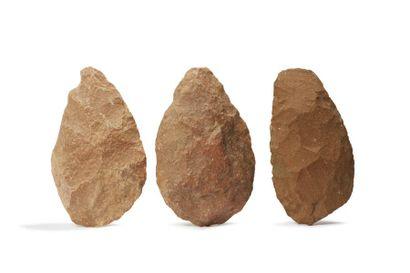 Afrique du Nord, Acheuléen ancien.  Lot de trois bifaces amygdaloïdes  Quartzite....