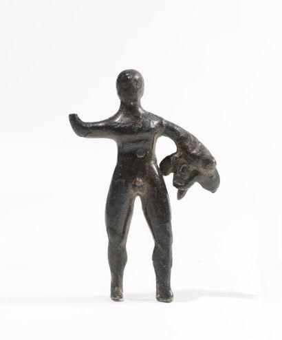 Figurine d Hercule nu tenant la léonté. Il...