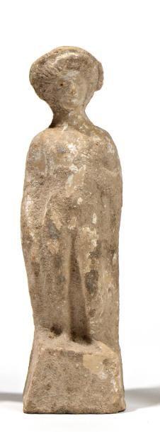 Figurine d'éphèbe portant une large coiffure...