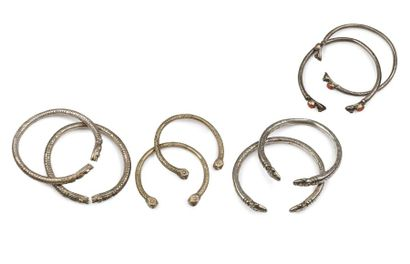 Quatre paires d'anneaux de chevilles