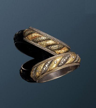 Deux Bracelets Shams U-Qamar  à godrons torsadés...