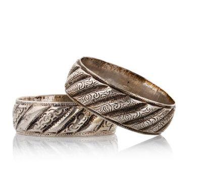 Deux bracelets  en argent, moulés de côtes...