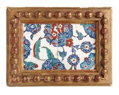 Panneau d'Iznik du XVIe siècle  composé de...