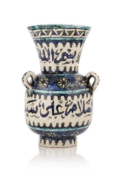 Lampe de mosquée  en céramique, à panse ovoïde,...
