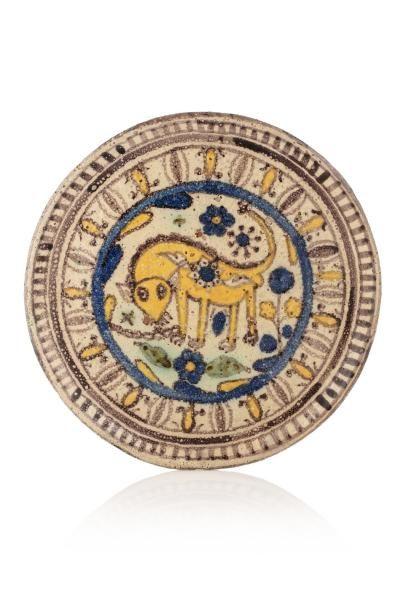 Plat de Chemla Al-Qallaline au lion  en céramique...