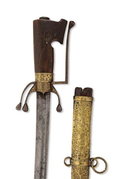 Nimcha datée 1233H. Sabre à poignée en corne, la garde à une branche entièrement...