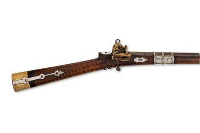 Fusil persan  à talon en ivoire, à platine à silex, à la miquelet, incrustée d'or...