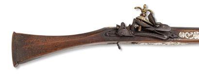 Mukahla algérien  Fusil à platine à la miquelet et à silex, en acier bronzé partiellement...