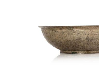 Grand bol talismanique  en laiton gravé et ciselé de nombreuses inscriptions arabes...