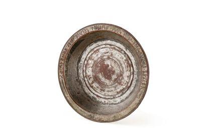 Plat arménien  en cuivre étamé, le marli à décor épigraphique en arménien dont l'inscription...