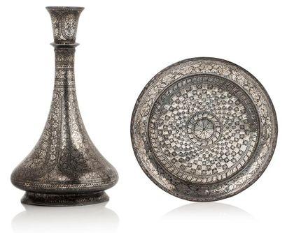 Vase et plateau du Deccan  vase piriforme...