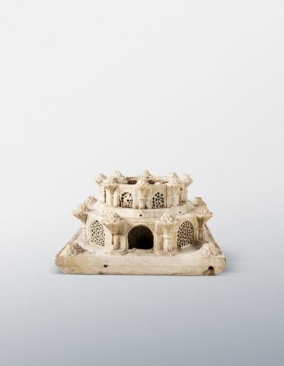 Fontaine mamluk ou ottomane  Sur une base quadrangulaire, de forme octogonale à...