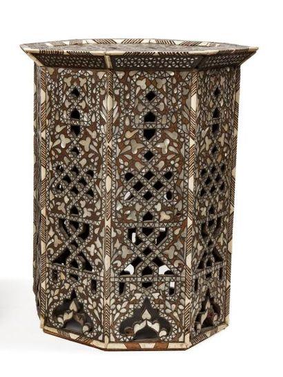Guéridon ottoman  octogonal en bois ajouré...