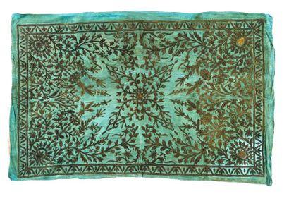 Tenture ottomane  en satin vert, brodée sur bourre de fils d'or et d'argent à décor...