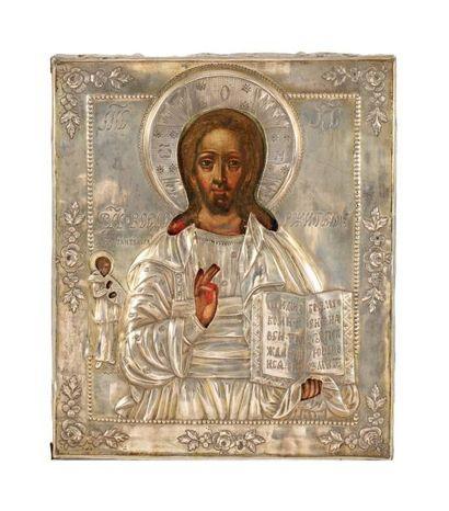 Icône du Christ Pantocrator, flanqué à gauche...