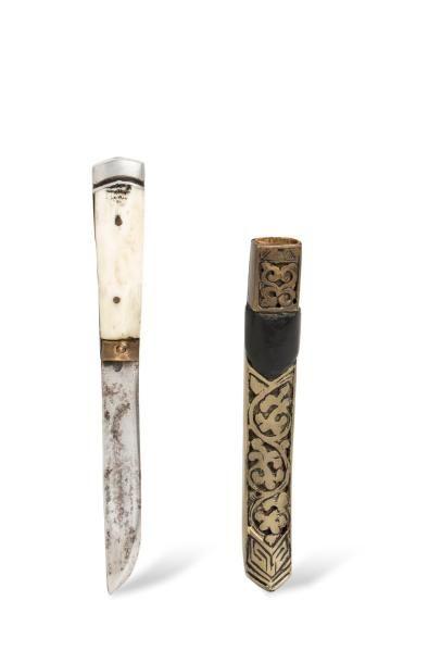 Couteau de poche à manche en os et bois,...