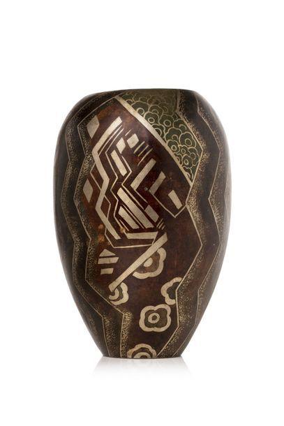 G.MAZET  Grand vase de forme ovoïde en cuivre...