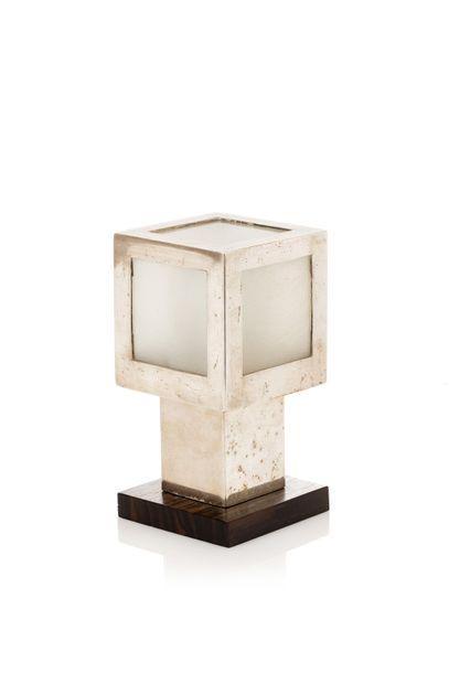 MAISON DESNY  Lampe veilleuse en métal chromé...