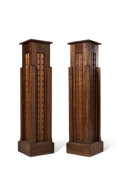 Travail Art Déco  Paire de colonnes en chêne...