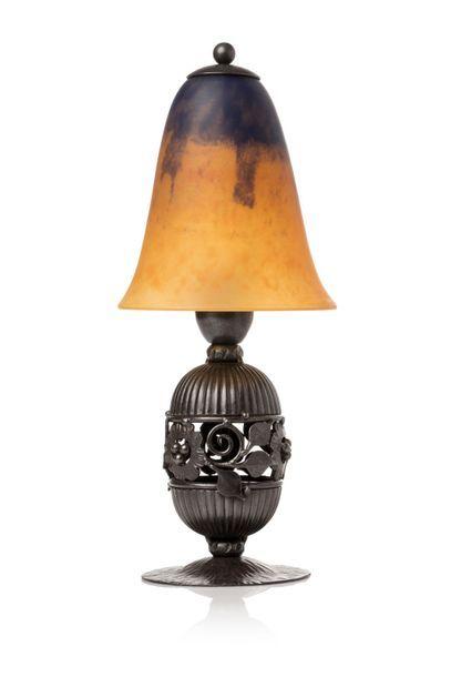 Edgar BRANDT, dans le goût de  Lampe de table...