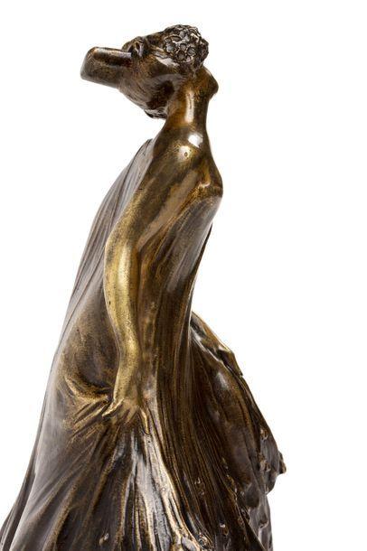 Léo LAPORTE-BLAIRSY (1867 - 1923)  Rare sculpture en bronze à patines brune et dorée,...