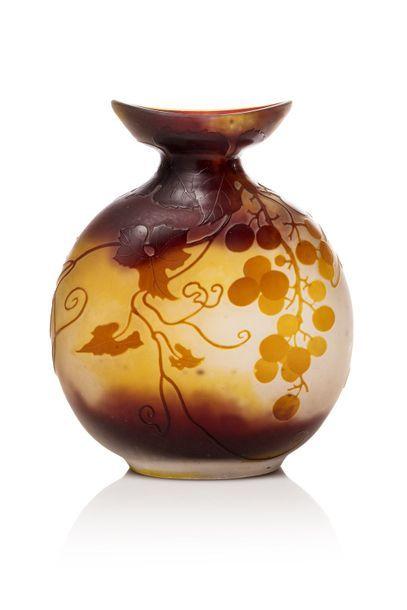 GALLE - NANCY  Vase à corps pansu et légerement...