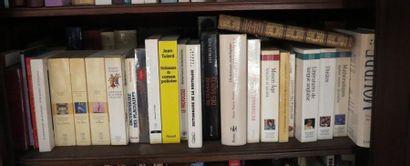 Environ 40 volumes brochés et cartonnés modernes (Dictionnaires littéraires, historiques,...