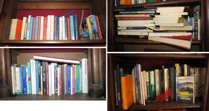 Environ 150 volumes brochés modernes dont...