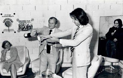 Coupe de champagne avec Jean d'Ormesson  Tirage...