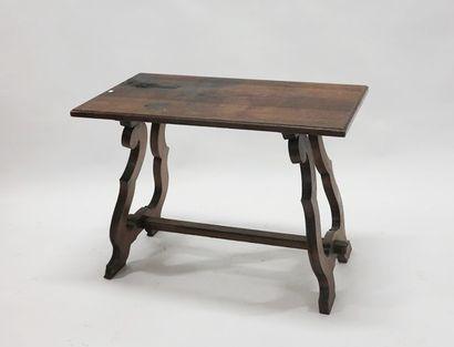 Table dans l'esprit espagnol en bois naturel...