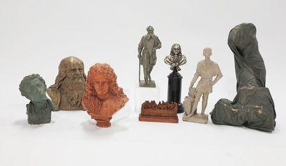 Lot de huit sculptures en composition et...