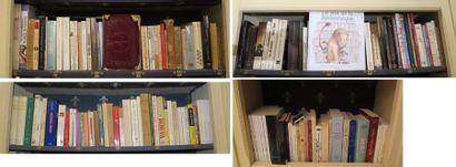 Environ 150 volumes brochés et cartonnés...