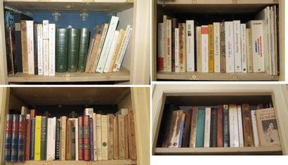 Environ 110 volumes brochés et cartonnés...