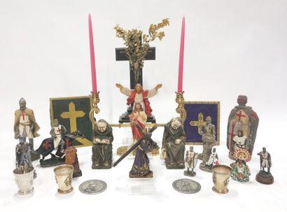 Lot à thématique religieuse comprenant crucifix,...