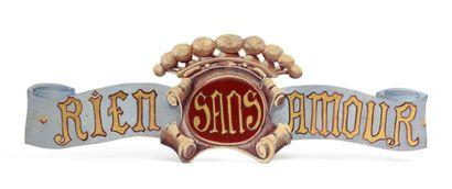 Panneau en bois portant la devise