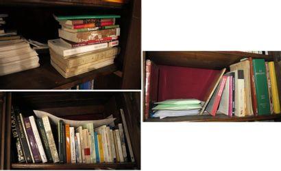 Environ 50 livres et carnets dont  - livres...