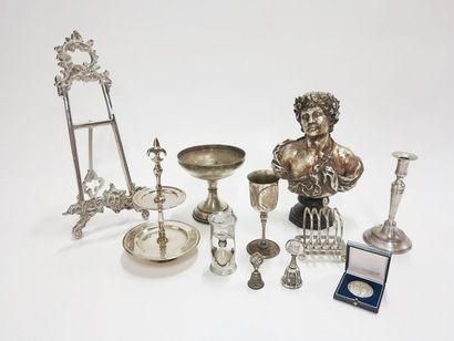 Lot en métal, plastique et composition comprenant...