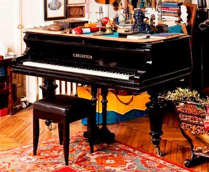 C. BECHSTEIN, n°87319, piano quart de queue en bois laqué noir reposant sur trois...