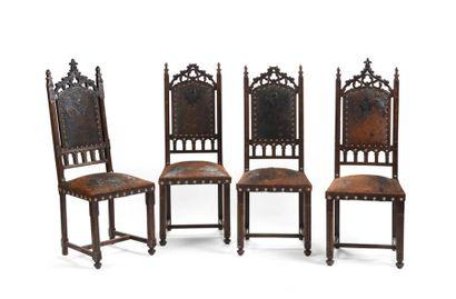 Série de quatre chaises à dossiers partiellement ajourés de fenestrages et quatre-feuilles,...