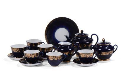 RUSSIE, partie de service à thé en porcelaine...