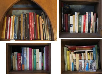Environ 90 volumes brochés et in-4 cartonnés...