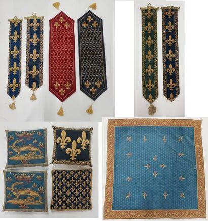 Lot de cinq tapisseries mécaniques à décor...