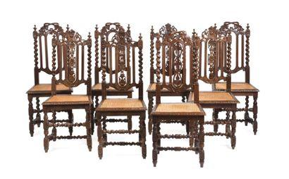 Lot de huit chaises dépareillées en bois...