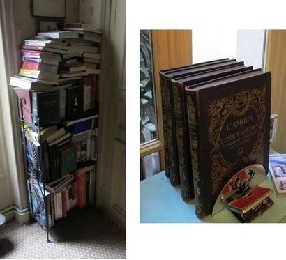 Lot d'environ 120 volumes brochés et cartonnés...