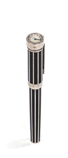 CARTIER, stylo plume-montre en laque noire...