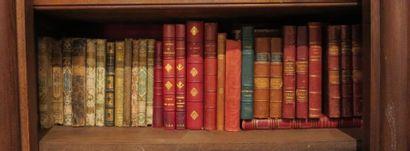 Environ 30 livres reliés 19e et 20e dont 10 Victor Hugo, 11 cartonnages romanti...
