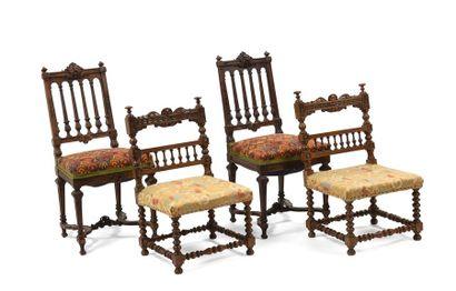 Lot comprenant:  - Paire de chaises basses...