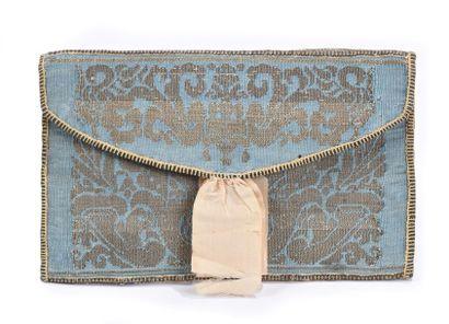 Petit portefeuille en tissus brodé à décor...