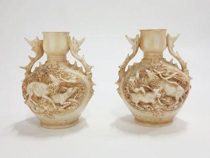 Paire de vases en céramique à décor de cervidés....